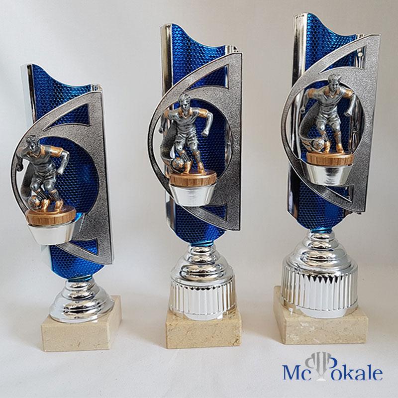 3er Serie Pokale Blau Silber Mit Einer Fussball Figur